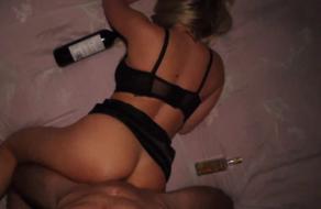 Rubia violada borracha y semi inconsciente