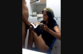 Alumna seduce y se folla a su profesor de la universidad