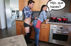 buena madrastra se deja follar por su hijo en la cocina