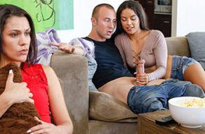 se folla a su hermano mientras la novia mira la tv