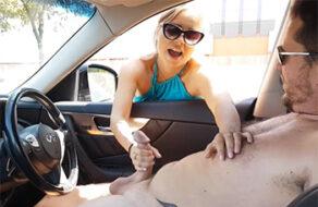 hace una paja a un desconocido en su coche