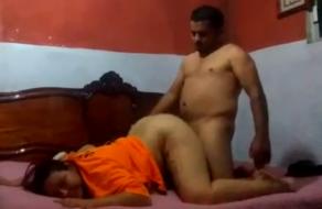 Esposa infiel cogiendo con el amigo de su marido