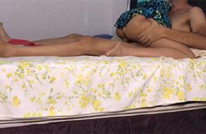 su hijastra le pide ser follada en la cama
