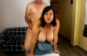 Nataly quiere se actriz porno y se follará al fontanero