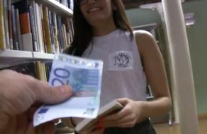 Universitaria española: ¿te dejarías follar por 250 euros?
