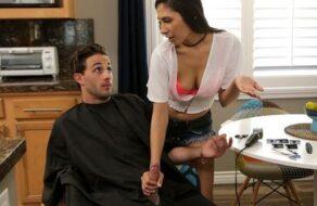Se folla a su hermana a cambio de dejarle que le corte el pelo