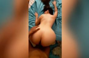 Culona colombiana se retuerce de placer porque le encanta la verga