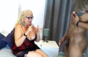 La señora Fina se folla un negro en su 65 cumpleaños