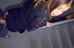 sexo en las escaleras para que no los vean los padres