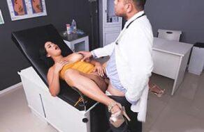 Camila Costa follada por su ginecólogo